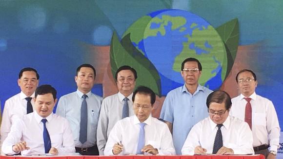 Phó Thủ tướng Thường trực Chính phủ dự lễ phát động trồng 10 triệu cây xanh tại Bến Tre   ảnh 1