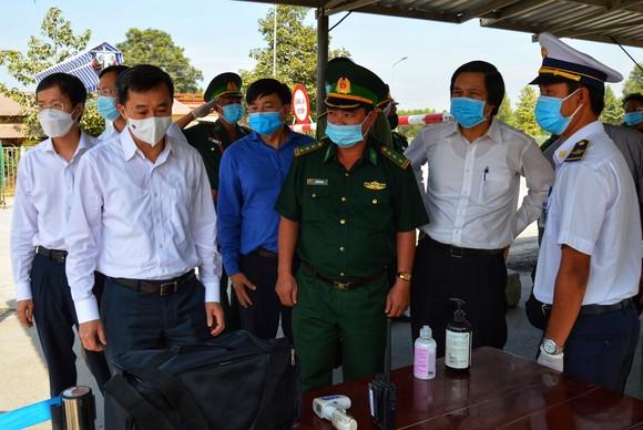 Thứ trưởng Bộ Y tế kiểm tra công tác phòng chống dịch Covid-19 tại Đồng Tháp ảnh 2