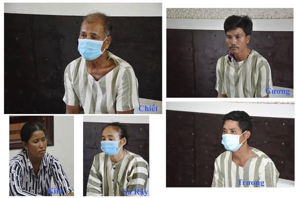 Bắt giam 3 đối tượng chống người thi hành công vụ ảnh 1