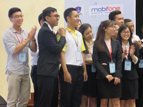 Sinh viên các nước tham gia diễn đàn chơi trò chơi giao lưu tập thể