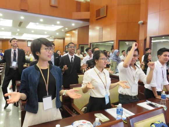 Sinh viên quốc tế bàn về xây dựng thành phố thông minh  ảnh 2