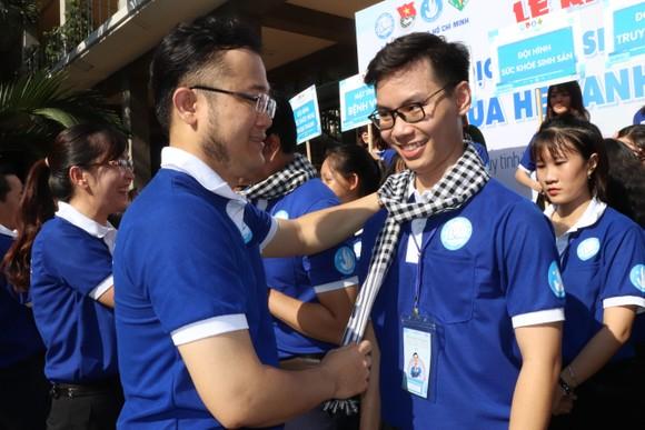 Tuổi trẻ ngành y TPHCM ra quân tình nguyện vì cộng đồng ảnh 2