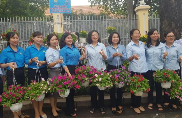 Gần 1.000 chậu hoa làm đẹp đường An Dương Vương ảnh 1