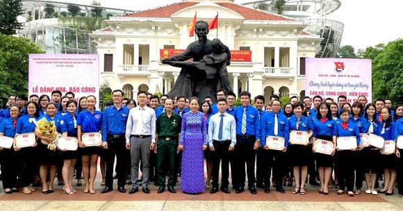 Tuyên dương 131 cán bộ, công chức, viên chức trẻ, giỏi, thân thiện   ảnh 1