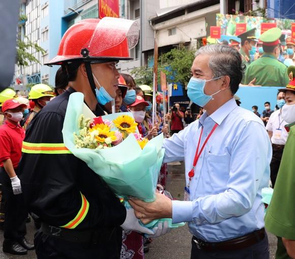 Hơn 2.350 người diễn tập chữa cháy tại tòa nhà cao tầng ảnh 5