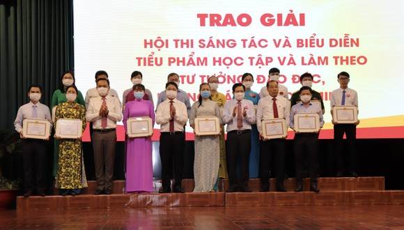Quận Phú Nhuận tuyên dương 115 gương điển hình học tập Bác ảnh 2