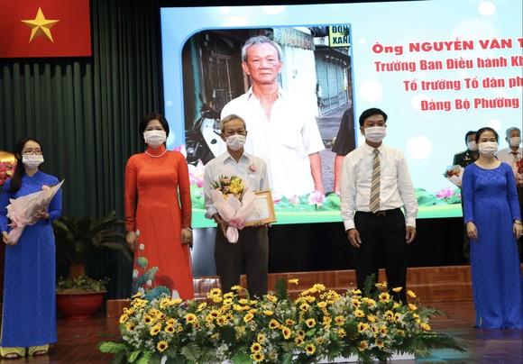 Quận Phú Nhuận tuyên dương 115 gương điển hình học tập Bác ảnh 1