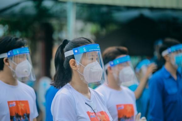Hơn 4.000 thanh niên TPHCM ra quân hỗ trợ các điểm tiêm vaccine phòng Covid-19 ảnh 1