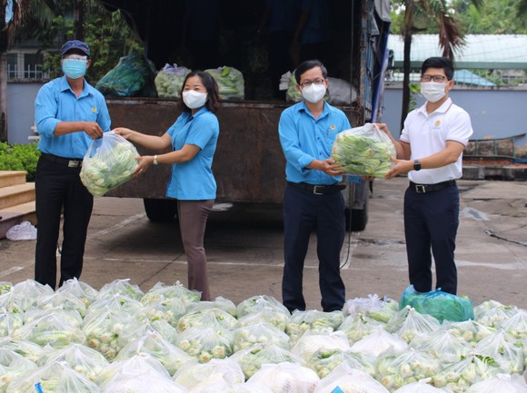 Gạo, rau củ, trái cây từ An Giang tiếp sức công nhân TPHCM ảnh 1