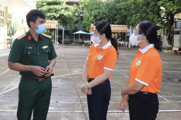 Hội LHPN TPHCM thăm, động viên lực lượng tuyến đầu chống dịch ảnh 2