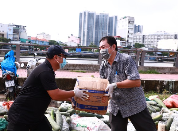 Hàng chục tấn thực phẩm, nông sản từ các tỉnh ủng hộ công nhân lao động tại TPHCM ảnh 1