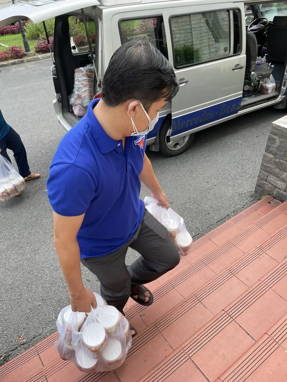 19 tấn gạo từ Trà Vinh được chuyển đến TPHCM hỗ trợ công nhân lao động ảnh 2