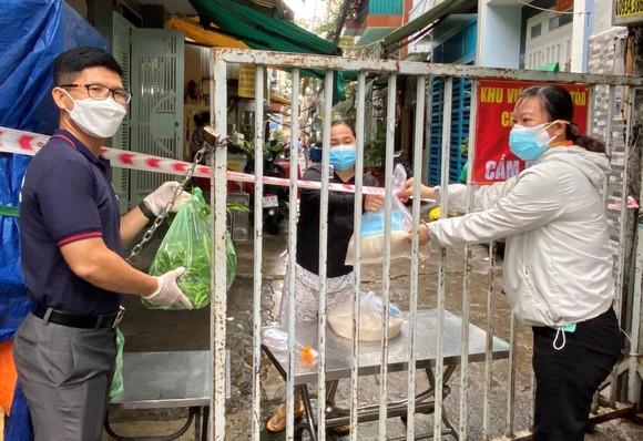 19 tấn gạo từ Trà Vinh được chuyển đến TPHCM hỗ trợ công nhân lao động ảnh 3