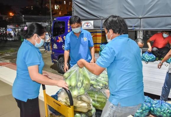 Sóc Trăng gửi 60 tấn hàng hóa hỗ trợ đồng hương và người dân tại TPHCM ảnh 3