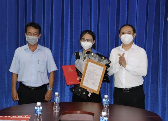 Kết nạp Đảng cho quần chúng đang phục vụ công tác phòng, chống dịch ảnh 1
