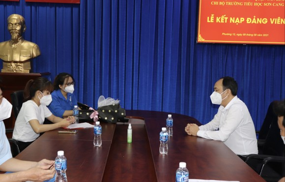 Kết nạp Đảng cho quần chúng đang phục vụ công tác phòng, chống dịch ảnh 5