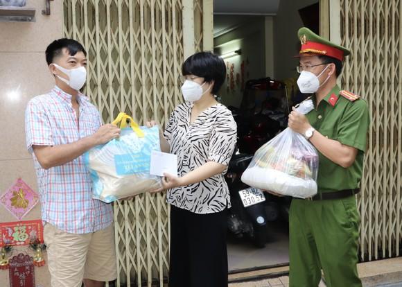 Trao 10.000 túi an sinh đến tay người dân khó khăn ảnh 2
