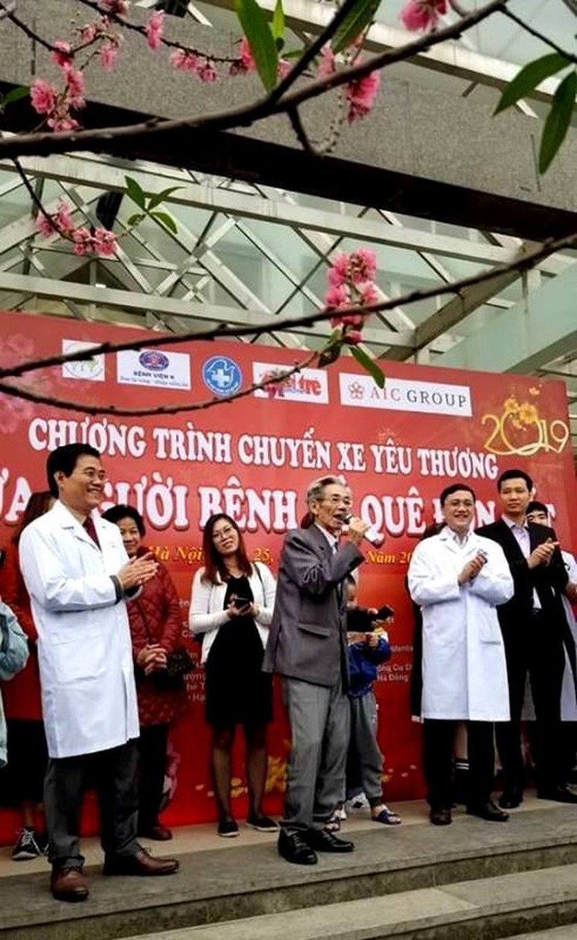 Loving bus fleets bring patients back hometown on Tet holiday ảnh 1