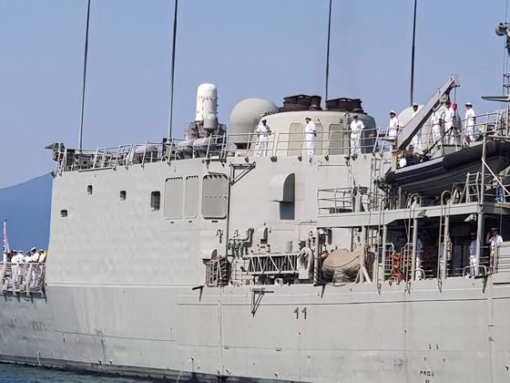 Australian royal navy ships conduct goodwill visit to Vietnam ảnh 1
