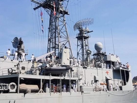 Australian royal navy ships conduct goodwill visit to Vietnam ảnh 2
