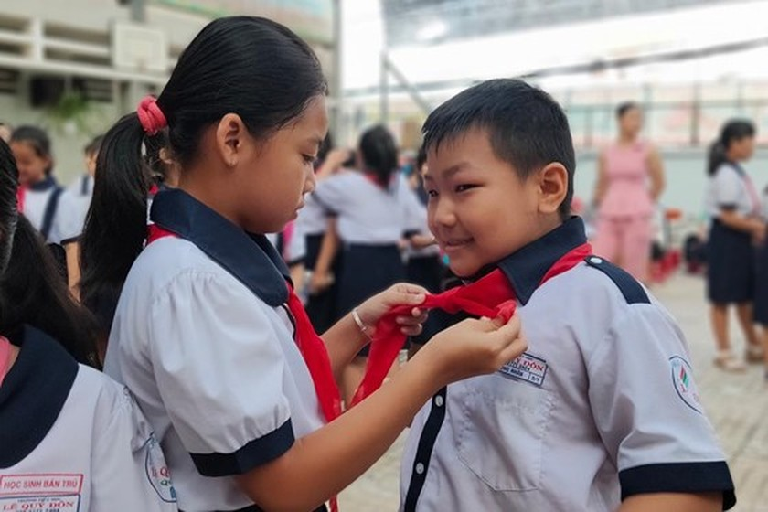 Students in HCMC come back to school ảnh 2