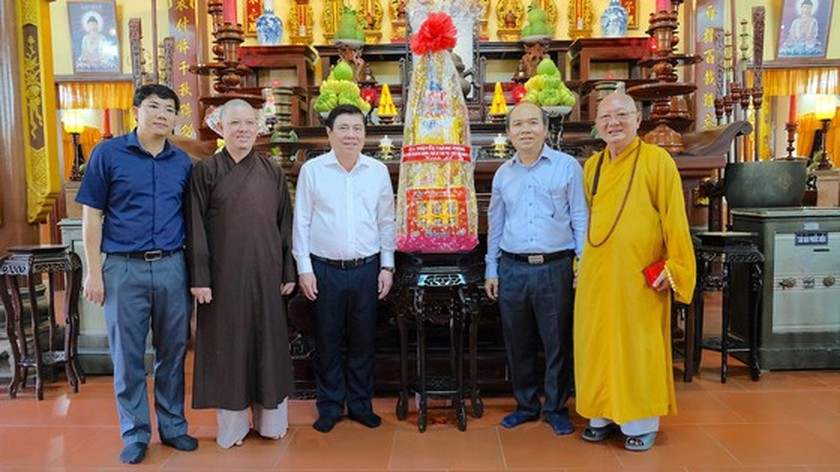 Chairman wishes residents effected by High-Tech Park on occasion of Tet holidays ảnh 1