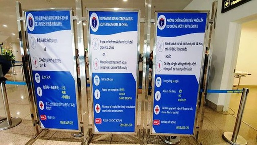 Ministry of Health inspectors check prevention task in Noi Bai Airport ảnh 1