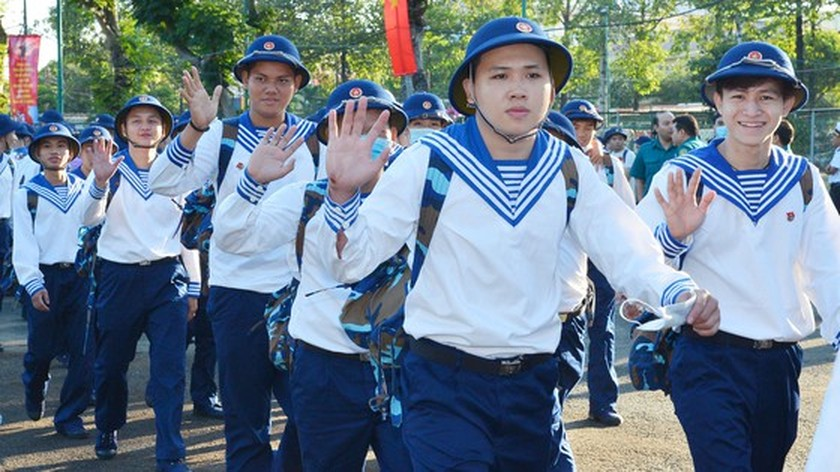 Young people in HCMC enthusiastically perform military services ảnh 3