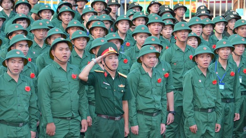 Young people in HCMC enthusiastically perform military services ảnh 4