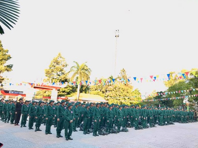 Young people in HCMC enthusiastically perform military services ảnh 6