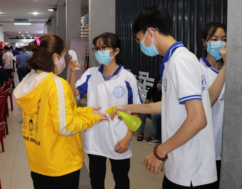 Young people in HCMC volunteer to donate blood ảnh 1