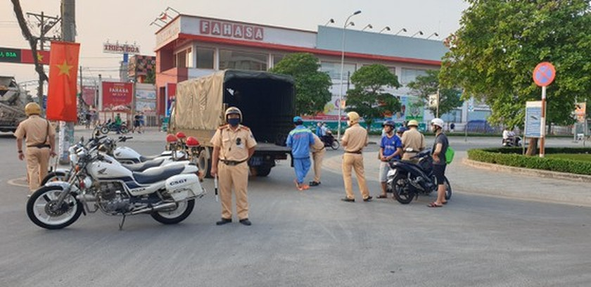 HCMC traffic police launch inspection campaign to crack down violations ảnh 2