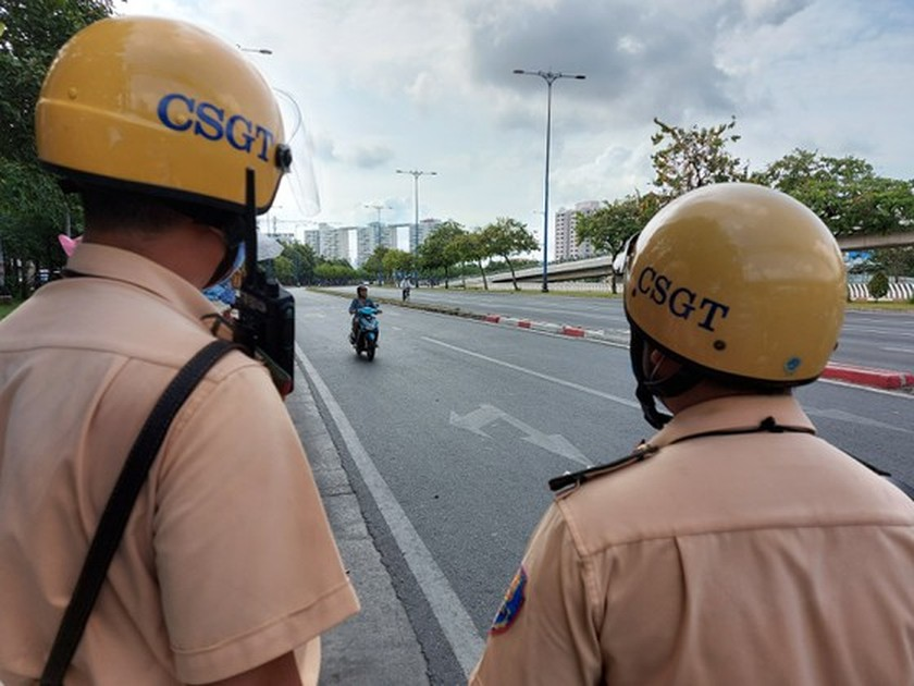HCMC traffic police launch inspection campaign to crack down violations ảnh 1