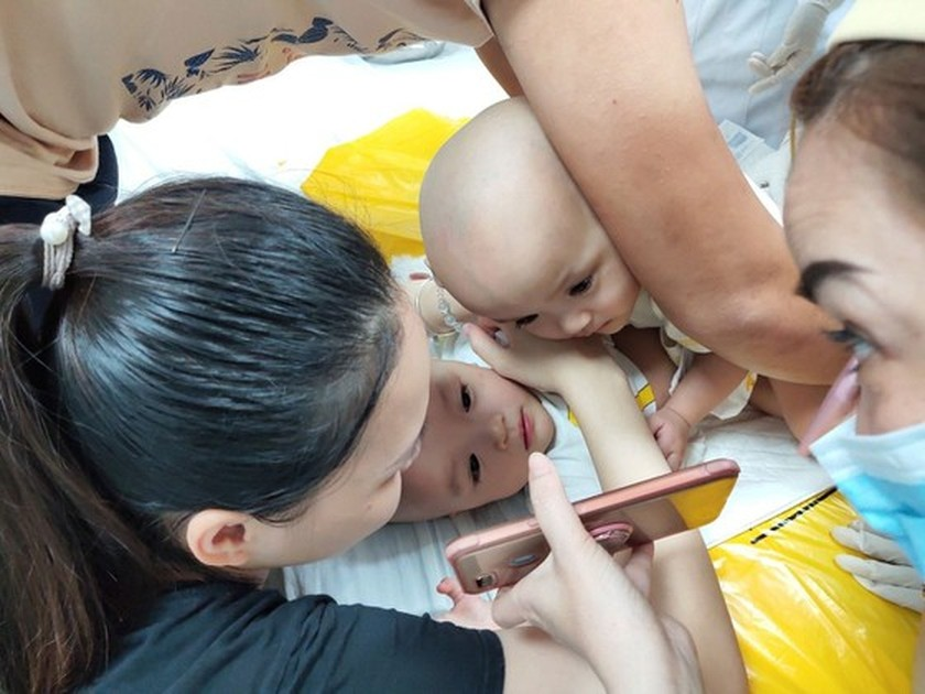 Conjoined twin girls successfully separated in HCMC  ảnh 20