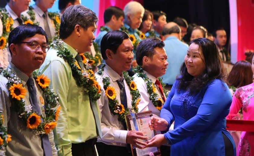 HCMC honors 212 outstanding laborers ảnh 2