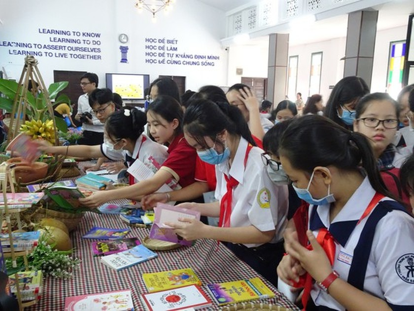 Book festival spreads human values amongst high schoolers ảnh 3