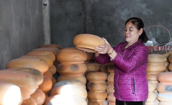Vu Dai villagers start braising traditional fish for Tet holiday ảnh 4
