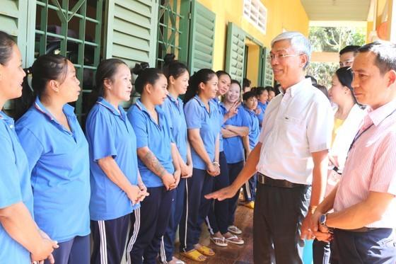 HCMC leader visits drug rehabilitation centers on Tet occasion ảnh 1