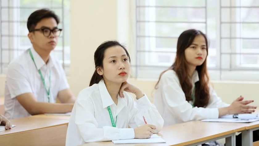 Candidates begin to apply for national high school graduation examination ảnh 1