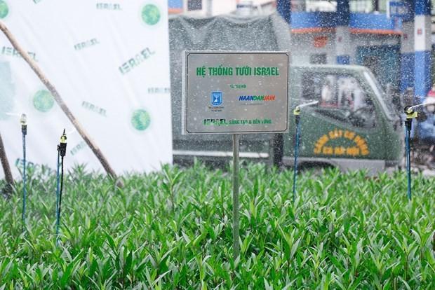 Earth Day 2021: Israeli Embassy presents Hanoi with drip irrigation system ảnh 1