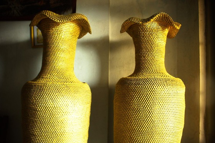 1.86m high vases made from 10 million can ring pulls ảnh 3