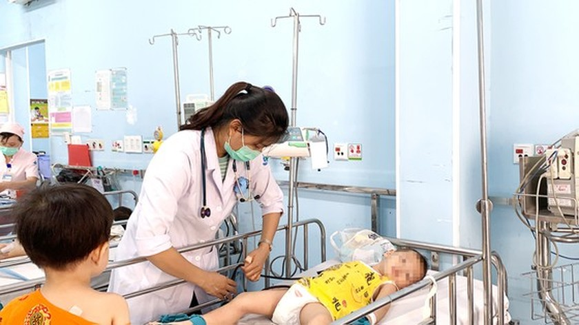 Medical workers fret about escalation of hand-foot-mouth cases ảnh 1