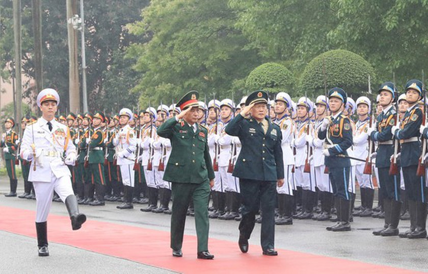 Vietnamese, Chinese defence ministers hold talks in Hanoi ảnh 1