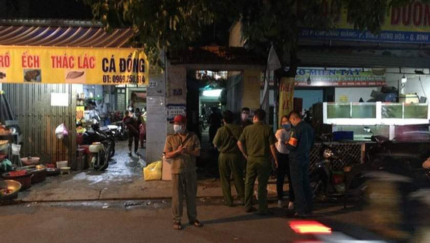 HCMC blocks alley in Binh Tan because of Covid-19 case ảnh 1
