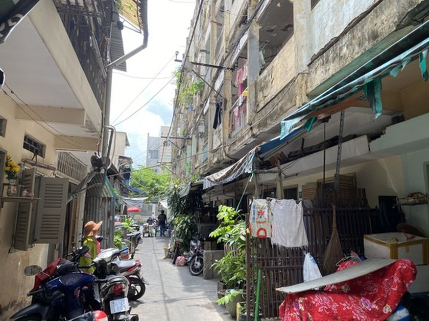 Lack of legal corridor results in stagnant renovation of old apartments ảnh 1