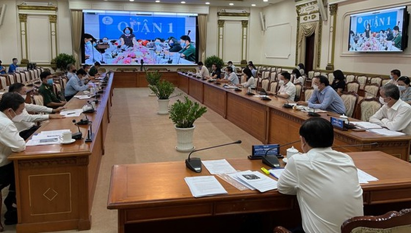 Those neglecting Covid-19 prevention regulation to receive tough punishment: Chairman ảnh 1
