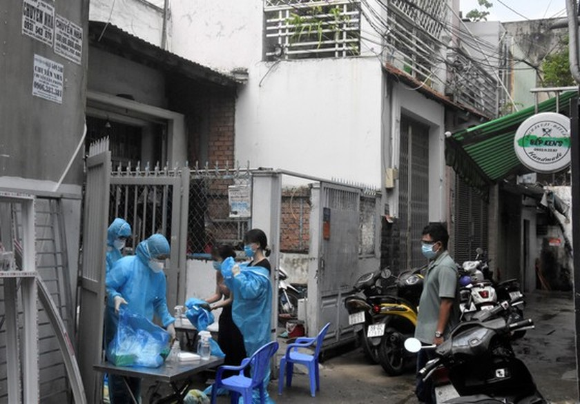 New Covid-19 outbreak in religious mission relates to 16 districts ảnh 1