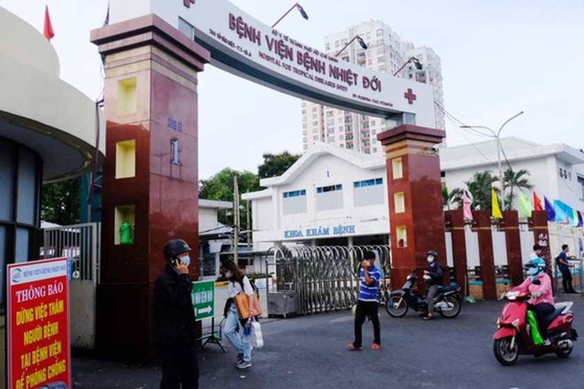 53 health care workers in HCMC infected with Covid-19 after full vaccination ảnh 1