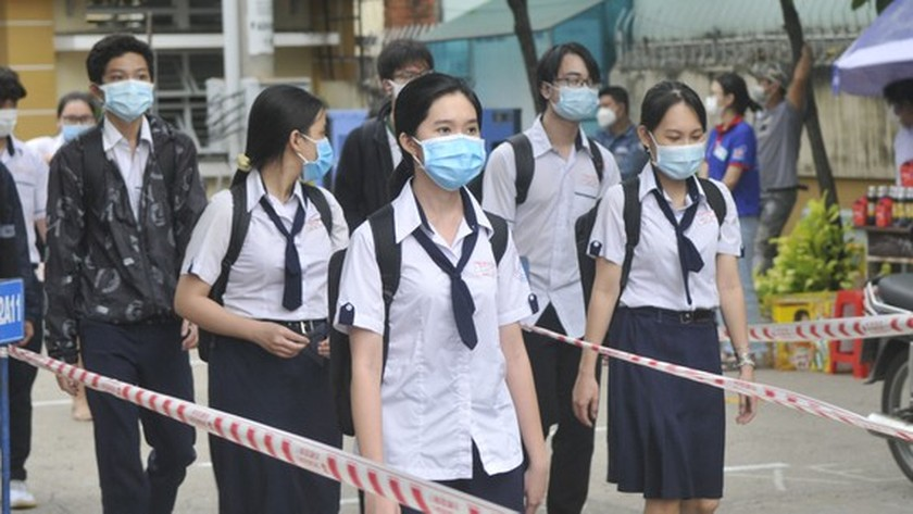 HCMC temporarily suspends enrollment due to Covid-19 epidemic ảnh 1