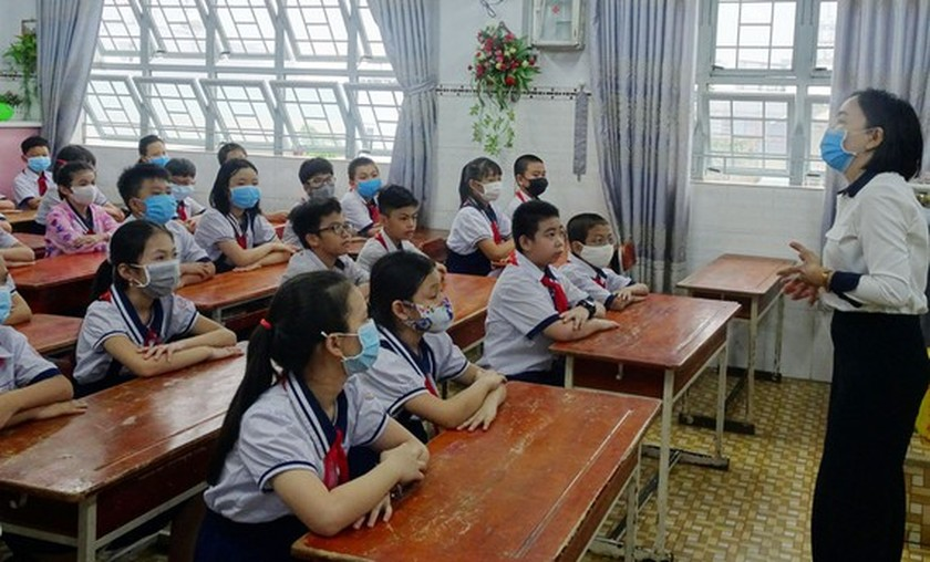 Different enrollment options in HCMC amid Covid-19 epidemic spread ảnh 1